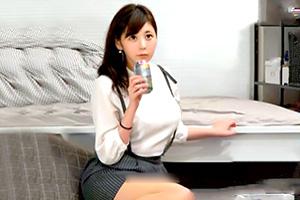 【素人ナンパ】躊躇するEカップ巨乳の花屋店員を強引に押し切る!