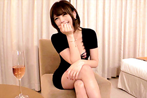スレンダーボディの美女がホテルで濃厚SEXの画像です