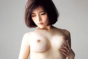 B92-W58-H89。奇跡のスーパーボディ芸能人が遂にAV解禁!