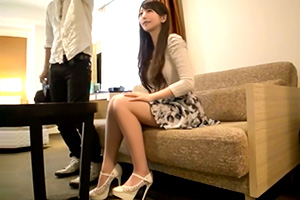 【素人ナンパ】青いバラの下着が超セクシー。浜松でGETした美脚アパレル店員