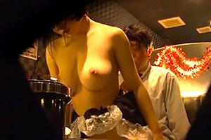 【蓮実クレア 笹倉杏】本番はNGです。おっぱいパブの店内を隠し撮りしてきた・・・の画像です