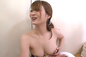乳首まで見えた素人娘の生々しいパプニングの画像です