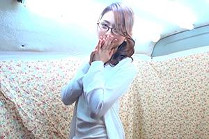 【人妻ナンパ】可愛らしいメガネ美女を電マでイカせまくり!
