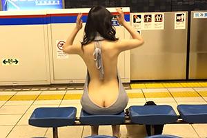 【激写】まんさん三田線ホームで童貞を殺しにかかるwww