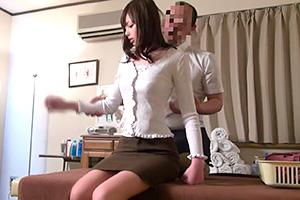 人妻オイルマッサージ「当店では性のご奉仕もやってますよ」