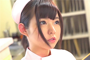 【彩乃なな】深夜の病室で患者にまたがるアイドル顔負けの美少女ナースの画像です