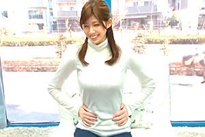 【マジックミラー号】笑顔が可愛いスポーツ才女を電マで鬼イカセ!