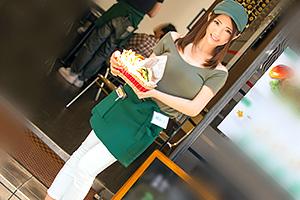 【素人】ハンバーガーショップの看板娘をナンパしてアブノーマルSEX!