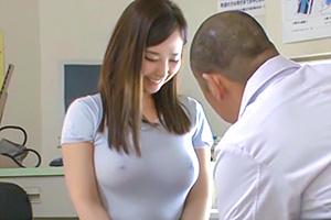 【盗撮】ヤブ医者の必要以上の検診に乳首ボッキしてしまった巨乳妻の末路…