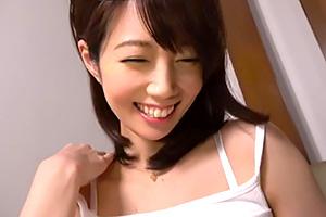 清城ゆき 素敵な笑顔でナンパ師を魅了する巨乳人妻に中出し