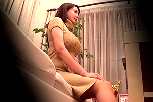 小峰ひなた アニメ声でアニメ乳。巨乳人妻に媚薬エステ