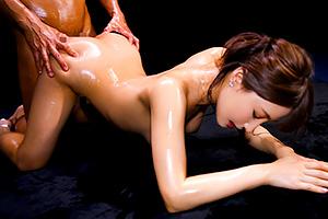 【あやみ旬果】曲線美が最高な巨乳美女と濃密セックス!の画像です