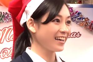 「おばさんを興奮させてどうするの?」クリスマスに患者を癒す美人看護師