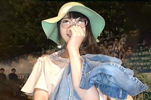 【素人】乳首が真っピンク色!青学の前でナンパした眼鏡っ娘女子大生