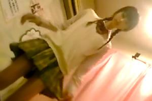 【盗撮】現役JKが働く足踏みマッサージに潜入・・・