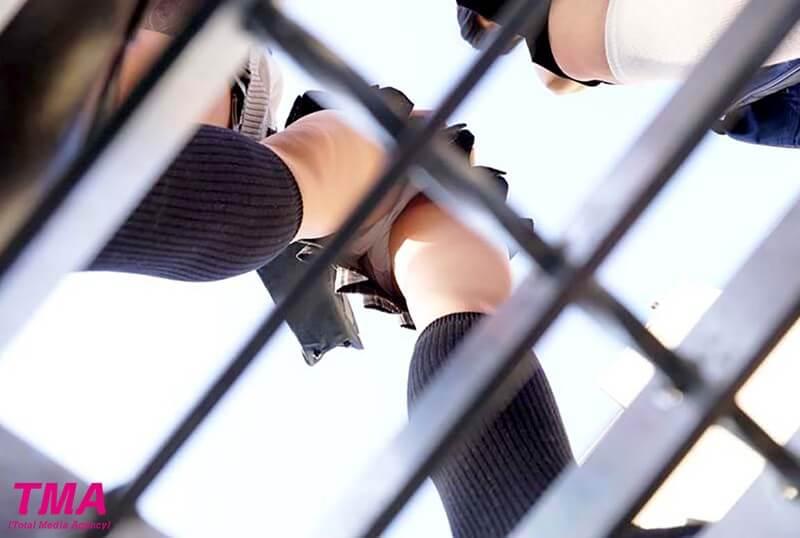 女子校生のスカートを覗く側構VR