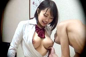 【盗撮】Gカップから溢れ出る母性!巨乳JKと授乳プレイ