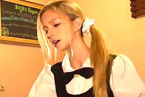 【アリス・クリスティーン・岡村】金髪メイドカフェ店員に痴漢してみた…