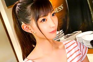 美谷朱里 めっちゃ可愛い!カフェバーで働く正統派スレンダー美少女