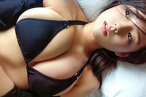 【篠崎愛】過激ショットを解禁!?グラビア界TOPのロリ巨乳美女の画像です