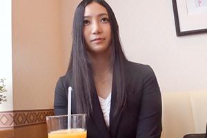 【素人】タイトスーツの黒髪清楚な美人OL(26)の絶頂SEX動画
