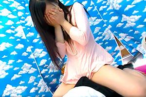 【素人ナンパ】「ヤダ、恥ずかしい…」仲良し姉弟が赤面素股!