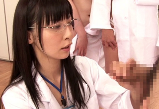 メガネをかけた美人研究員達がチンコに興味津々!色んな方法でお勉強する理系女子達ww