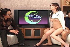 【立花みずき】ジュルルルルゥ~♪とクンニされながらも真面目にインタビューを続ける女子アナw