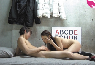 【素人】ミニスカギャルをヤリ部屋に連れ込んで盗撮セックス♡