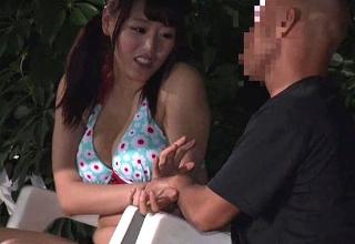 【浜崎真緒】プールサイドで潮吹かされちゃった巨乳な女の子wリモコンバイブ突っ込まれて帰されたww