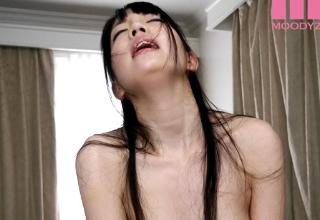 【鈴木心春】超綺麗なパイパンの女の子が必死に腰振って感じてる姿がクッソえろい!