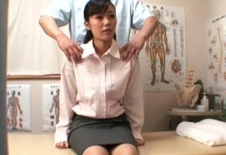 【素人】丸ノ内で働くOLさんをセクハラマッサージで犯しちゃう♪気付いたら全裸にされちゃってたw