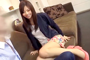 【素人ナンパ】パンティ素股で女子大生のアソコが濡れる!