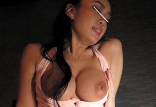 【藤本紫媛】無知な客に挿入せがまれた、パイパンギャルなおっぱぶ嬢w
