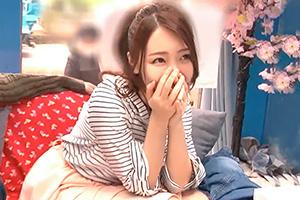 【伊東真緒 桜ちなみ】マジックミラー号でホロ酔い巨乳女子大生に生挿入!