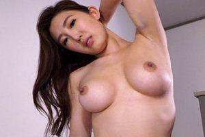 森川アンナちゃんが女捜査官に!男にお尻を押し付け、焦らし手コキ炸裂w