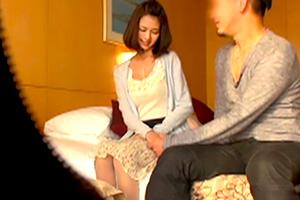 久保田結衣 母乳が出るモデル志望の人妻とホテルセックス!