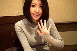 長谷川奈々 愛くるしい笑顔と透明感。光彩美少女のAVデビュー作