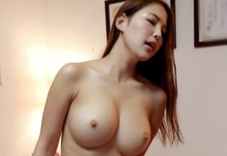 【なつき】スタイル抜群のアスリート美女が豪快な騎乗位セックス!