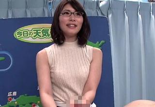 メガネをかけた美人お姉さんが卑猥な淫語でエロリポートww