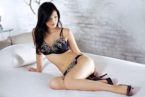 【ラグジュTV】薄暗い部屋で生々しいツアコン美女(27)とのSEX動画