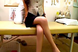 【盗撮】足がめっちゃ綺麗な丸の内OLをに施すエロ治療の一部始終