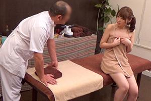 【盗撮】悪徳施術師のオイルマッサージに騙された爆乳美人OL(23)との中出しSEX動画