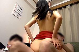 【NTR】隣人の人妻を旦那の目の前で寝取りSEX!