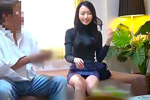 【人妻】会話がリアル。生足が美しいEカップ巨乳事務員を連れ込み盗撮