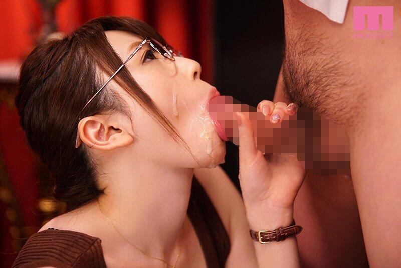 安藤かれん 好奇心で応募してきた美人秘書 フェラチオの女神AVデビュー!