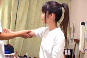 【盗撮】部活で肘を痛めた黒髪ポニーテールJKがロリ整体師に狙われる…
