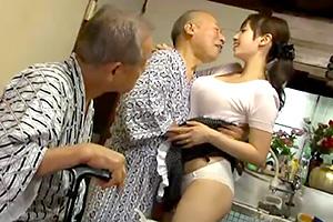 長澤あずさ 老人たちを虜にする色情巨乳人妻