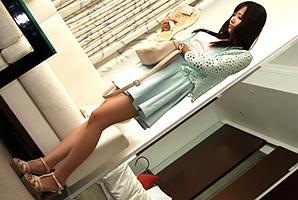 友田彩也香 長身の美人保育士と暗い部屋でセックス