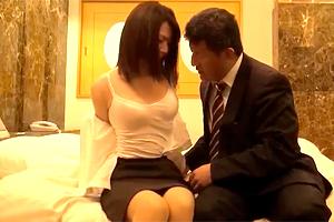 【モニタリング】美乳の若手OLが入社31年目の上司に中出しされる…